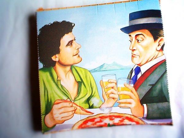 Massimo Troisi e Totò sul cartone della pizza