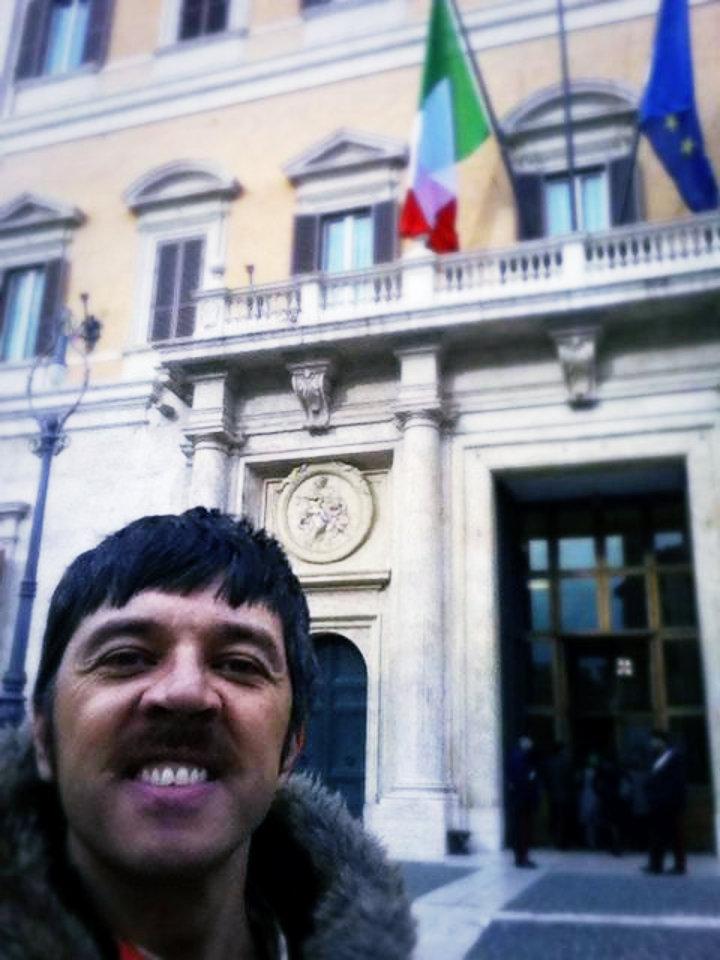 Lesc Dubrov, Faccia di Cane a Montecitorio
