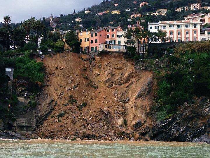 Dalla Croce Rossa, la costa fra Nervi e Pieve