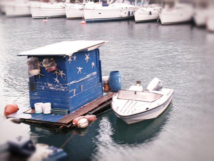Shackitecture in Darsena, baracca galleggiante