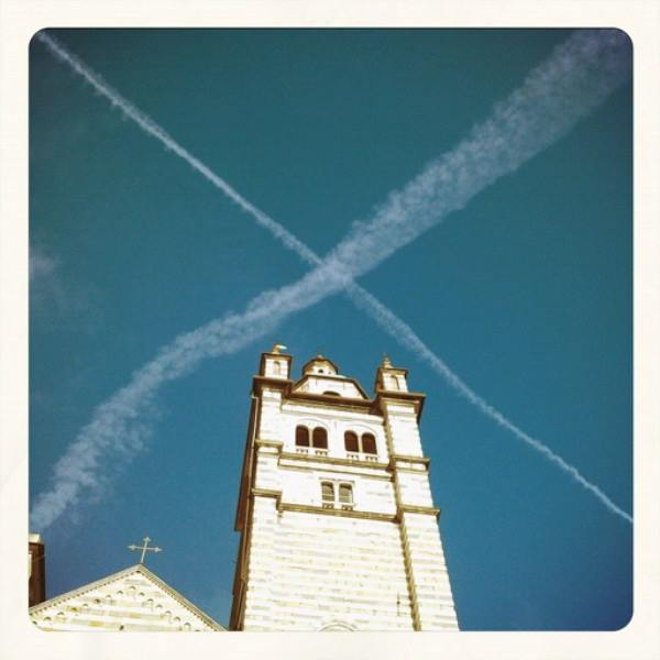 Oggi nel cielo di San Lorenzo, le scie chimiche del cardinale arcivescovo