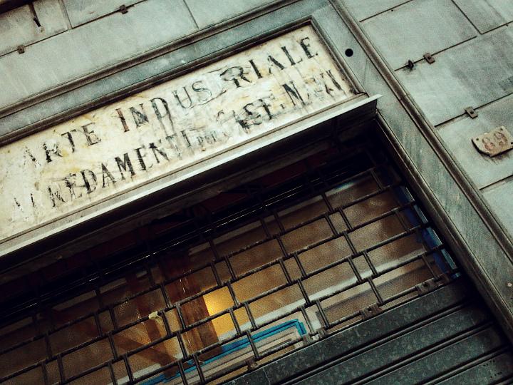Via Roma, ARTE INDUSTRIALE - ARREDAMENTI PER CASE E NAVI