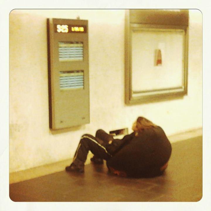 Aspettare il treno a Brignole